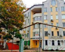 Во дворе дома по улица Десантников, 7-Б в Феодосии - фотография № 1