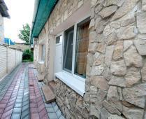 Во дворе дома в Феодосии, переулок Краснофлоцкий - фотография № 6