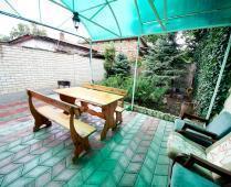Во дворе дома в Феодосии, переулок Краснофлоцкий - фотография № 2