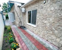 Во дворе дома в Феодосии, переулок Краснофлоцкий - фотография № 5