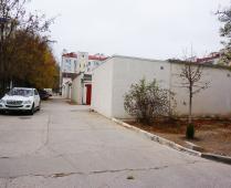 Феодосия во дворе дома на улице Десантников, 7-Б - фотография № 2