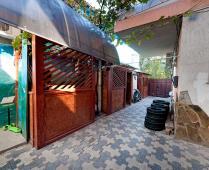 Во дворе коттеджа в г. Феодосия - фотография № 4