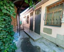 Двор в частном секторе города Феодосия, район Динамо - фотография № 1