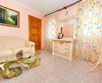 Коттедж в Феодосии до 10 человек. 5-комнатный с 2-мя холлами - фотография № 8