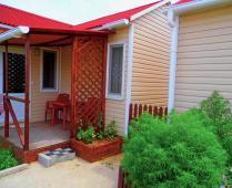 Домики в посёлке Береговое под Феодосией - фотография № 8