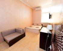 Эллинги в Феодосии: 2-комнатный номер с выходом на море со своей кухней - фотография № 3