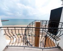 3-местный номер в эллинге на Золотом пляже в Феодосии: - фотография № 1