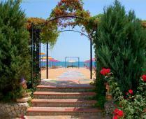 Песчаный пляж гостиницы в Феодосии - фотография № 4