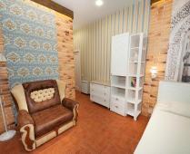 Однокомнатный номер на 2 этаже в классическом стиле в Феодосии - фотография № 6