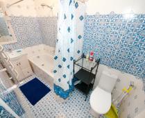 Однокомнатный номер на 2 этаже в классическом стиле в Феодосии - фотография № 2