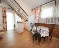 Однокомнатный номер на 2 этаже в классическом стиле в Феодосии - фотография № 5