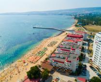 Территория жилого комплекса на берегу мора в Феодосии, где расположена квартира - фотография № 4