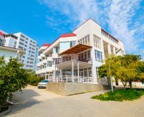 Территория жилого комплекса на берегу мора в Феодосии, где расположена квартира - фотография № 14
