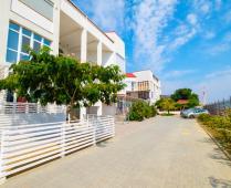 Территория жилого комплекса на берегу мора в Феодосии, где расположена квартира - фотография № 15
