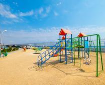 Территория жилого комплекса на берегу мора в Феодосии, где расположена квартира - фотография № 18