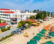 Территория жилого комплекса на берегу мора в Феодосии, где расположена квартира - фотография № 6