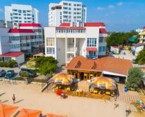 Территория жилого комплекса на берегу мора в Феодосии, где расположена квартира - фотография № 9
