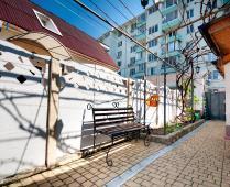 Во дворе дома, который сдаётся в Феодосии для отдыха - фотография № 4