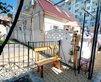 Во дворе дома, который сдаётся в Феодосии для отдыха - фотография № 6
