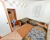 3-х местный номер в пансионате г. Феодосия на улице Клубная - фотография № 1
